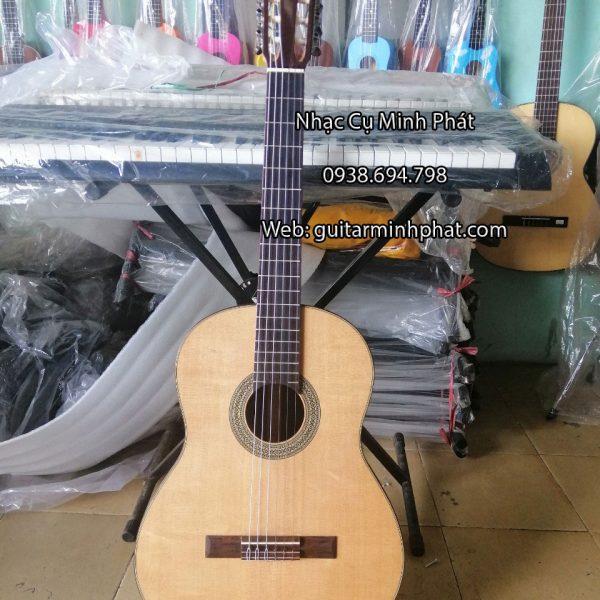 dan-guitar-classic-go-cam-lai-gia-re-tai-quan-binh-tan